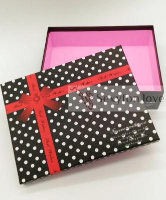 43-9 Подарочная коробка, черная в горох