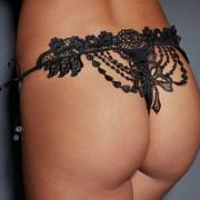 Трусики-стринги с кружевным украшением