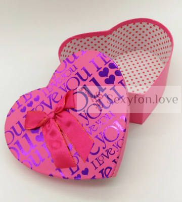 Коробка-сердце розовая, фиолетовые буквы LOVE (большая)