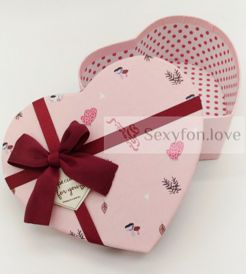 0139 Коробка в форме сердца, с бордовым бантом